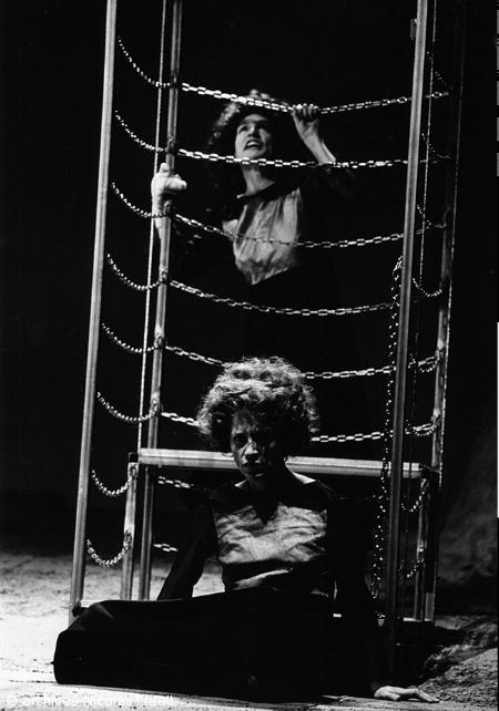 Les bonnes, 1977